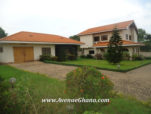 3 bedroom house with 2 room outhouse to let at Regimanuel Estates in Accra