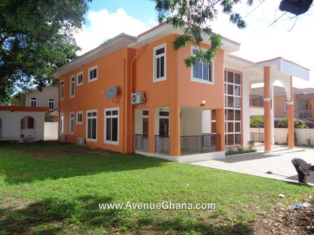 5 bedroom house with 2 room outhouse for rent in North Ridge, Accra Ghana