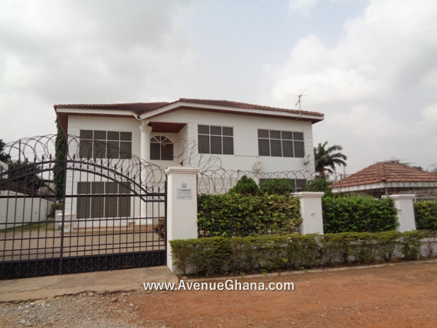8 bedroom house with 3 bedroom outhouse for rent at Tema Community 12