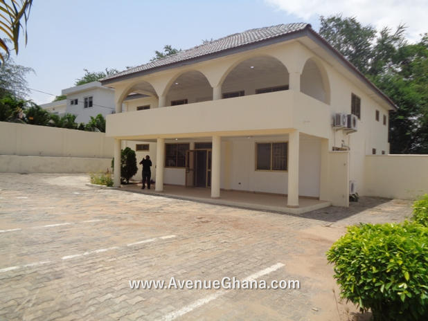 Commercial Property for rent: Executive office building to let at Airport Residential Area, Accra