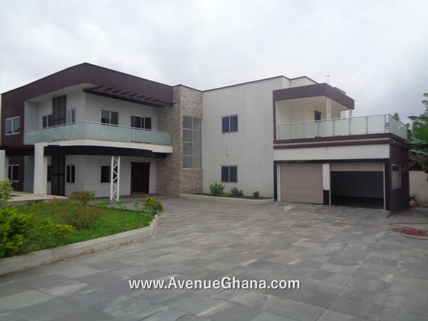 5 bedroom house with swimming pool for sale at East Legon near Emmanuel Eye Clinic in Accra Ghana