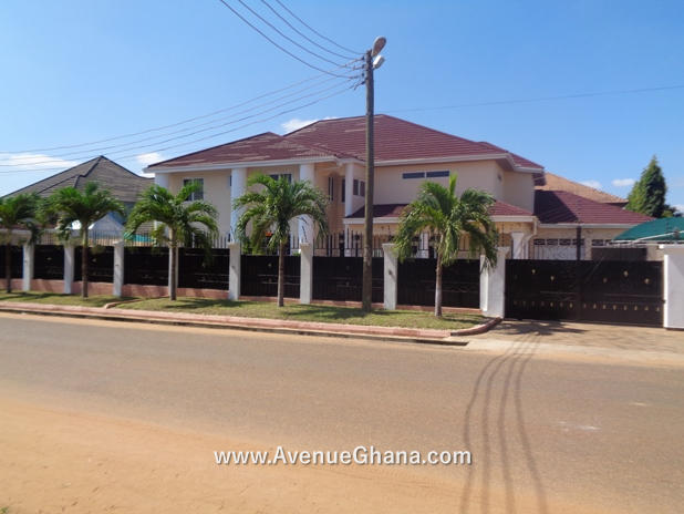 5 bedroom house with 2 bedroom outhouse for rent at East Legon in Accra Ghana