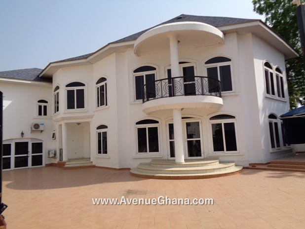 3 bedroom house with swimming pool for rent in Airport Residential, Accra