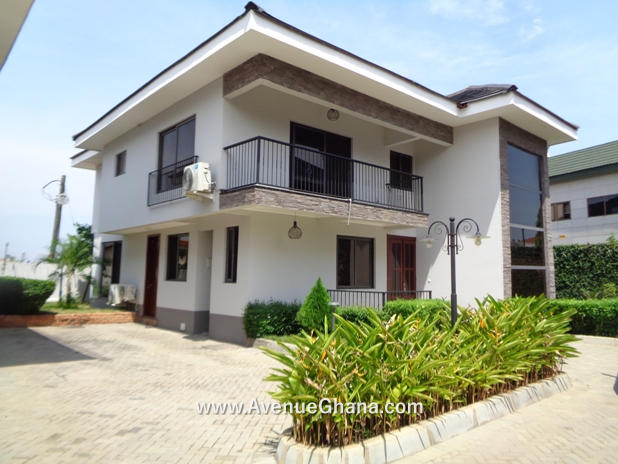 Fully furnished 3 bedroom townhouse with outhouse for rent in Cantonments, Accra