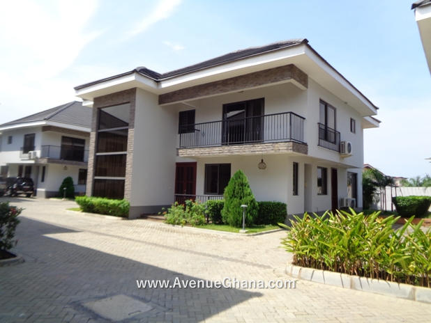 Executive 3 bedroom townhouse with outhouse to let at Cantonments, Accra