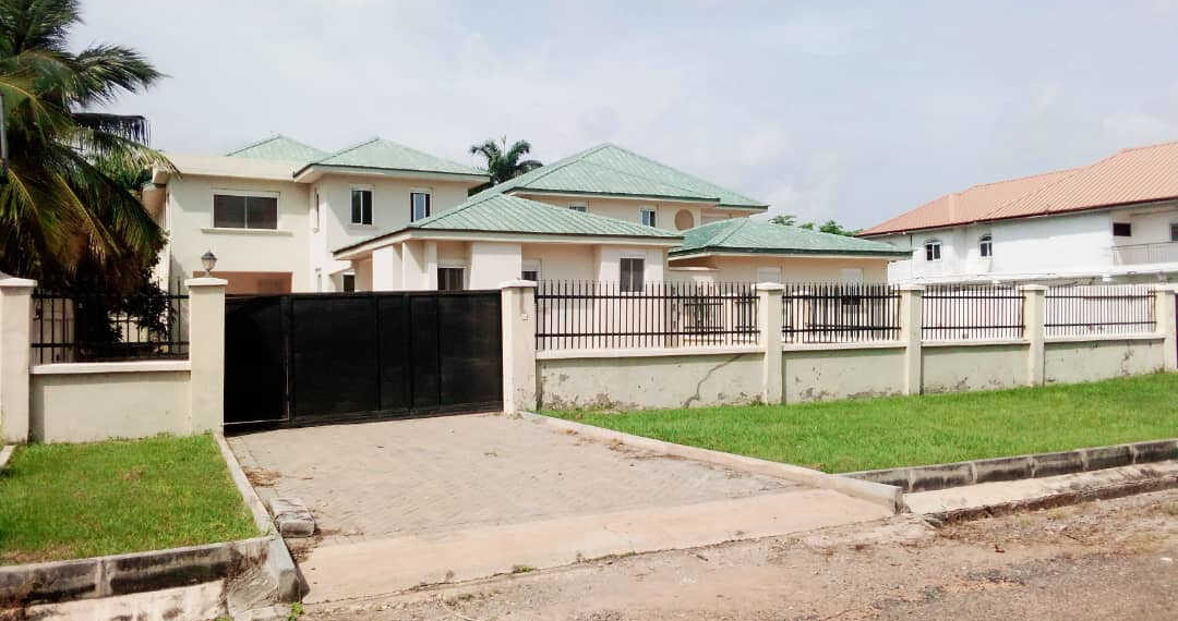 4 bedroom house with outhouse for sale at Tema Community 6 near the SOS in Ghana