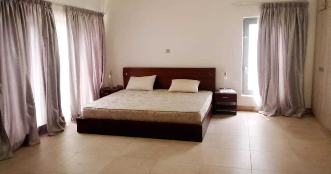 8 Executive 4 bedroom furnished townhouse for rent at North Ridge in Accra