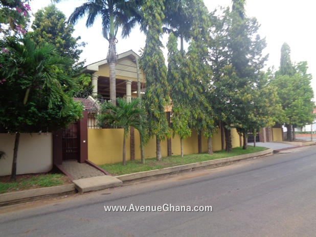 5 bedroom house with swimming pool for rent in Airport Residential Accra Ghana 2