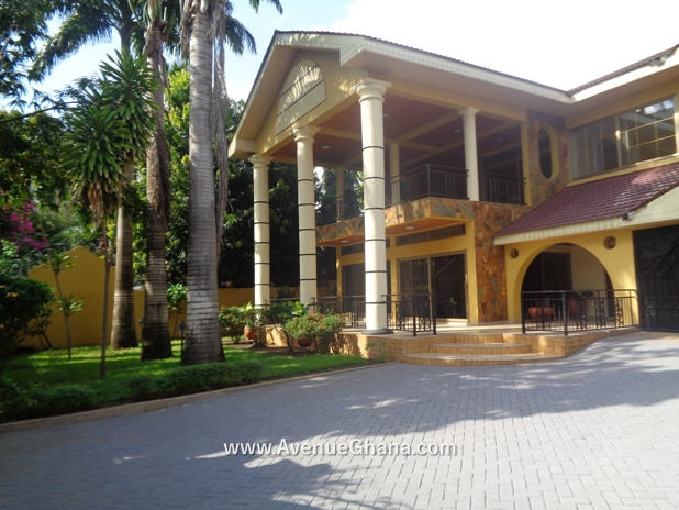 5 bedroom house with swimming pool for rent in Airport Residential Accra Ghana 3