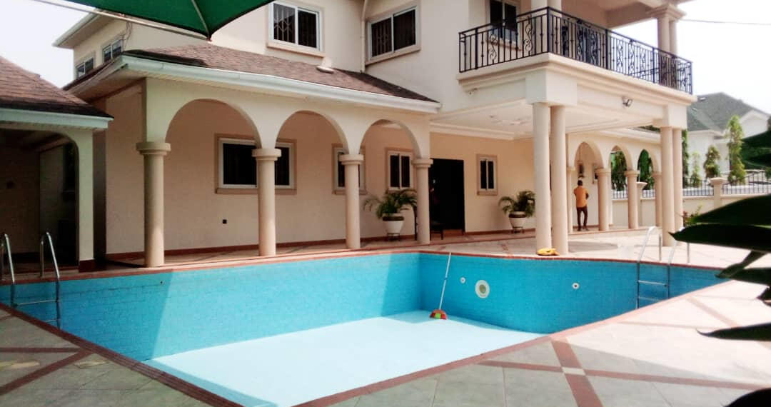 For rent in Accra 4 bedroom house with swimming pool and 2 BQ at North Ridge near GIJ