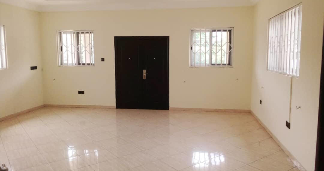 For rent in Accra 4 bedroom house with swimming pool and 2 BQ at North Ridge near GIJ 11