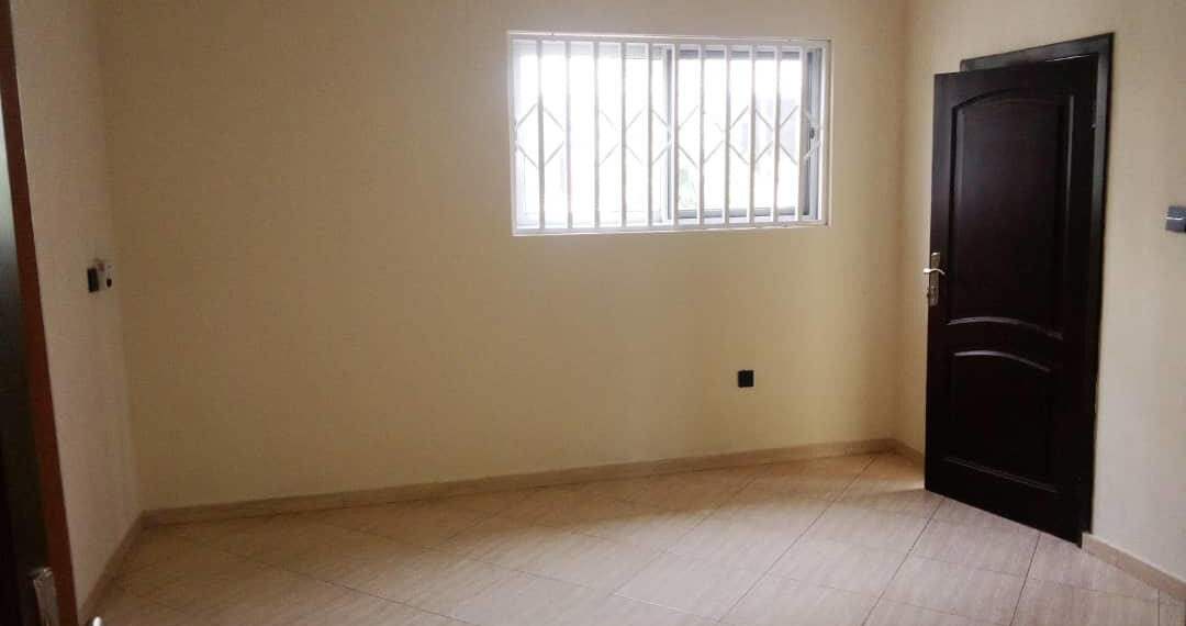For rent in Accra 4 bedroom house with swimming pool and 2 BQ at North Ridge near GIJ 13
