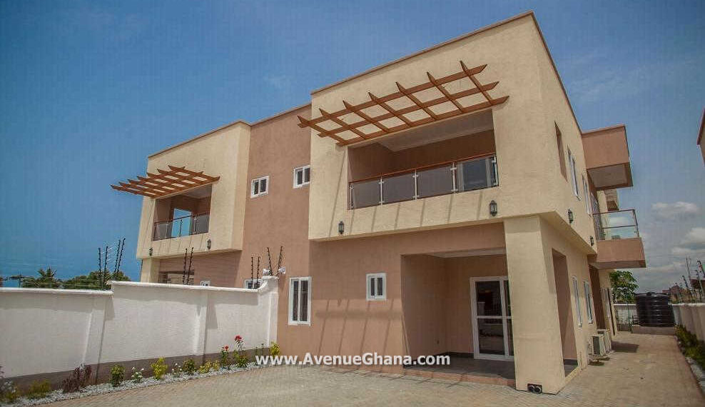 4 bedroom house with outhouse to let at Tsado near East Airport