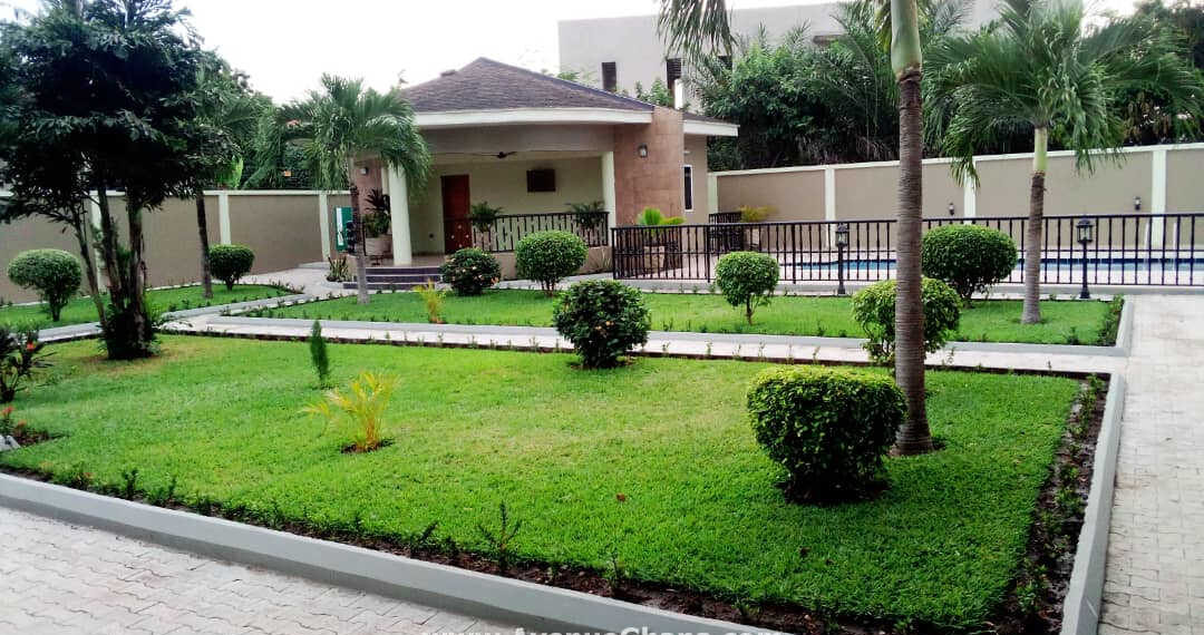 Furnished 5 bedroom house with swimming pool & 2 bed outhouse to let at Achimota, Accra