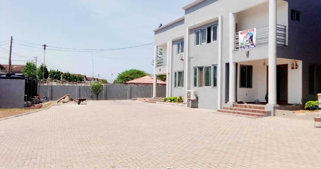 Executive 3 bedroom townhouse to let at NTHC in Adjiringanor, East Legon