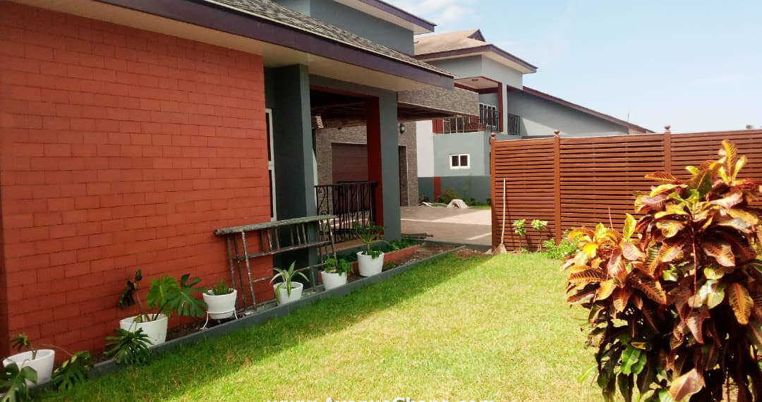 4 bedroom house with 2bed outhouse to let at Cantonments near the US Embassy in Accra
